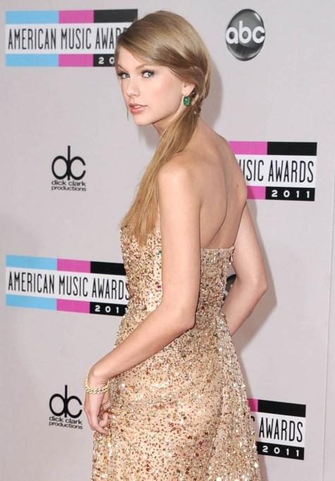 Taylor Swift at the 2011 AMAs