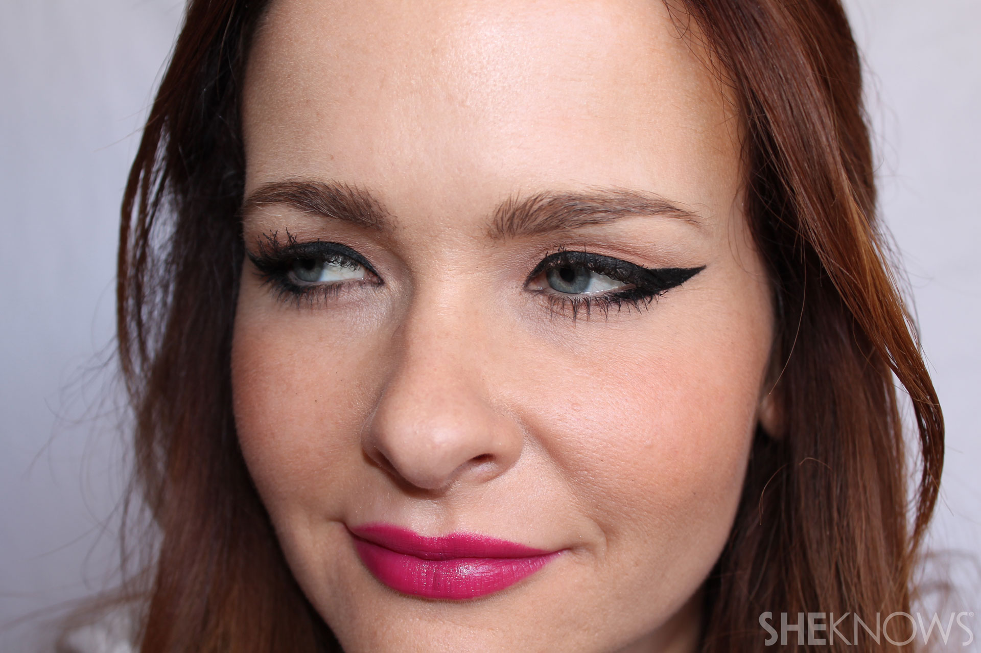 DIY Extreme cateye and bold lips: Brush on soft pink or peach blush