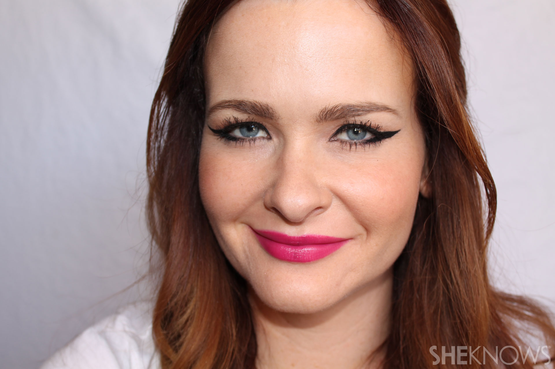 DIY Extreme cateye and bold lips: Finish with bright lipstick