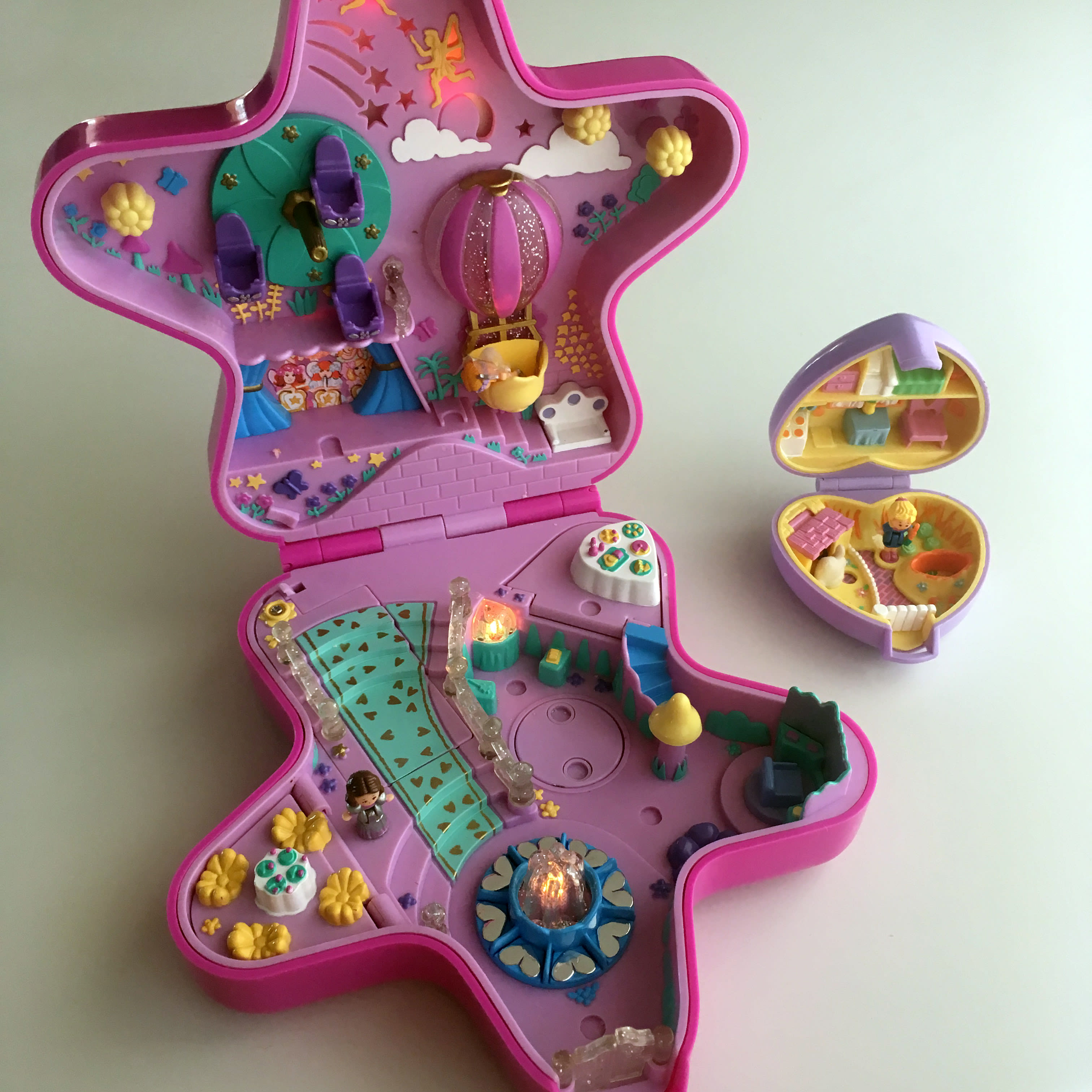 Why I Can't Stop Buying Vintage Toys: Vintage Polly Pocket sets