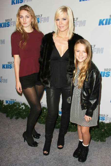 Photo of Jennie Garth and daughters