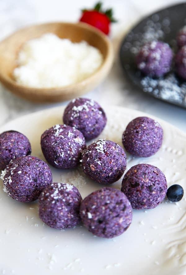 Berry bliss balls