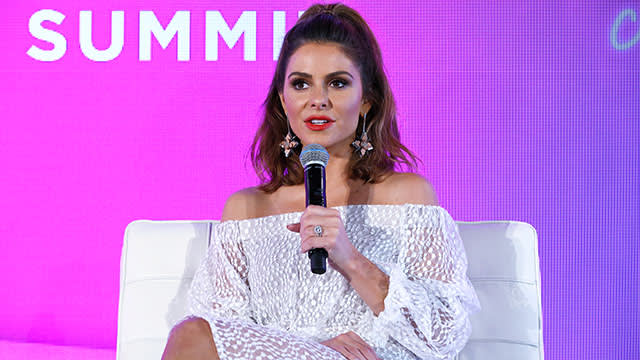 Maria Menounos speaking on stage BlogHer