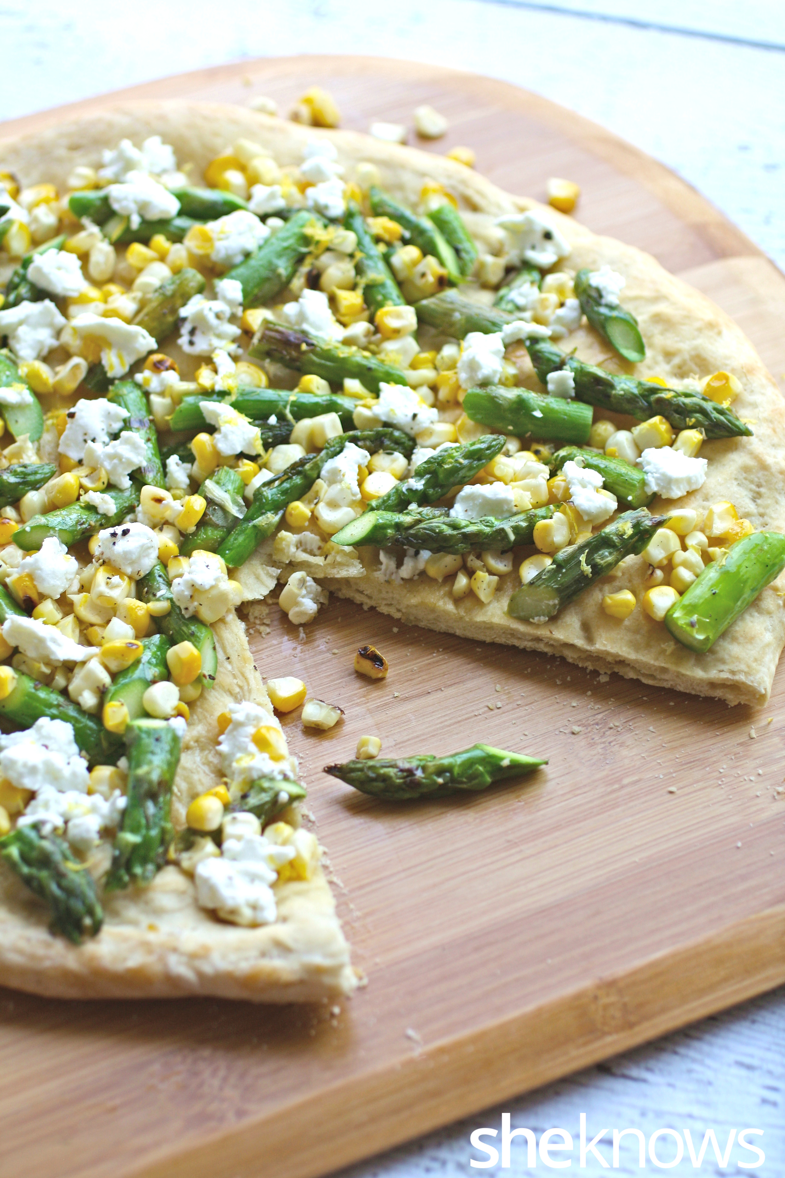 grilled-asparagus-corn-pizza