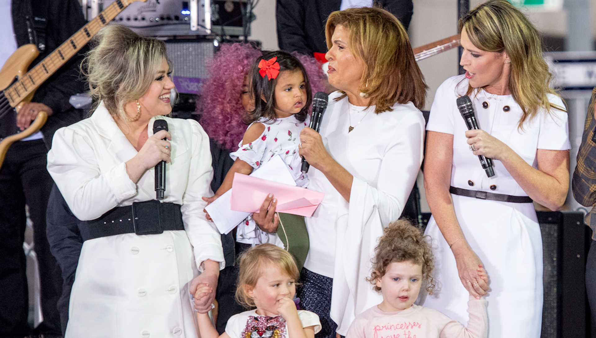 New Bffs Kelly Clarkson Savannah Guthrie S Daughters Are Inseparable Sheknows