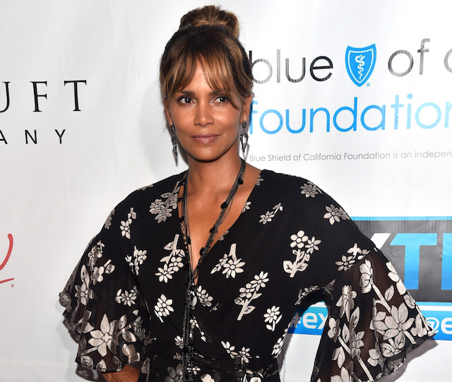 Halle Berry attends the 2018 Imagine Cocktail Party to benefit Jenesse Center at Wilshire Country Club
