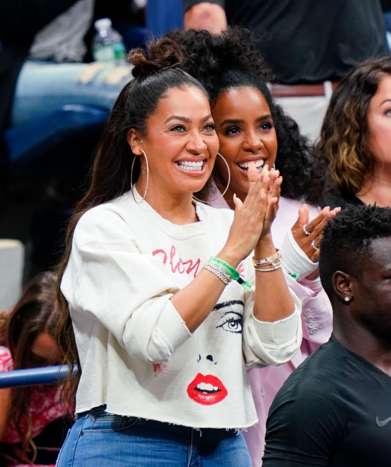 Lala Anthony & Kelly Rowland cheer on Serena Williams in the 2018 US Open finals