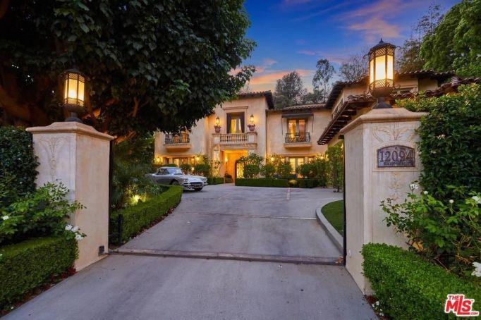 Driveway to 10294 summit circle Beverly Hills