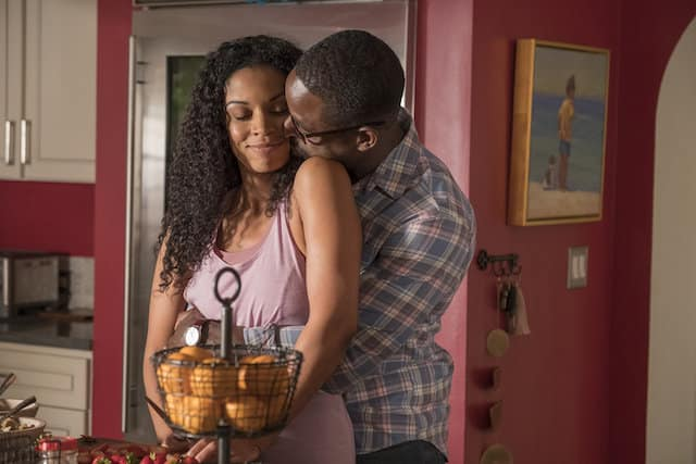 Randall (Sterling K. Brown) snuggles with Beth (Susan Kelechi Watson).