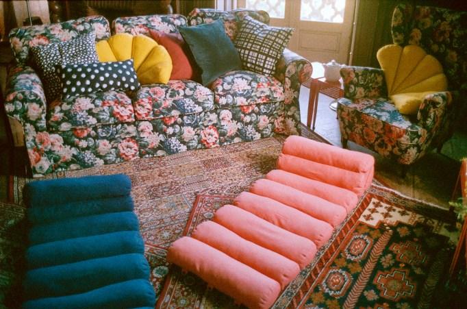 Självständig floor cushion