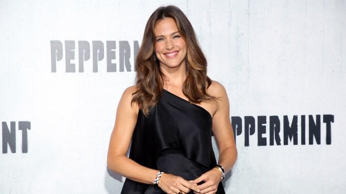 Jennifer Garner attends the premiere of