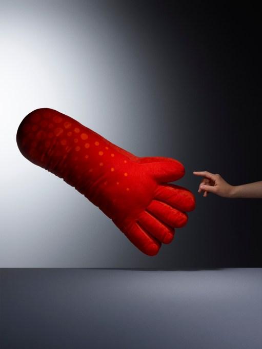 Lustigt hand cushion