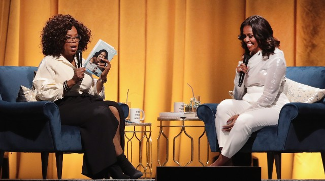 Oprah Winfrey interviews former first lady Michelle Obama as she kicks off her 'Becoming' arena book tour on November 13, 2018. in Chicago, Illinois