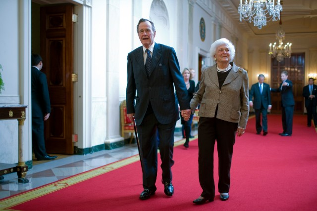 George H.W. Bush walks with his wife Barbara Bush to a reception in honor of the Points of Light Institute at the White House