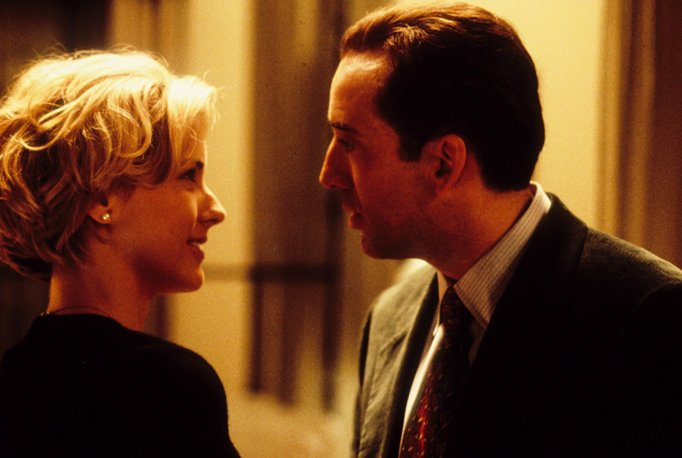 Nicolas Cage and Téa Leoni star in the new holiday classic 'The Family Man'