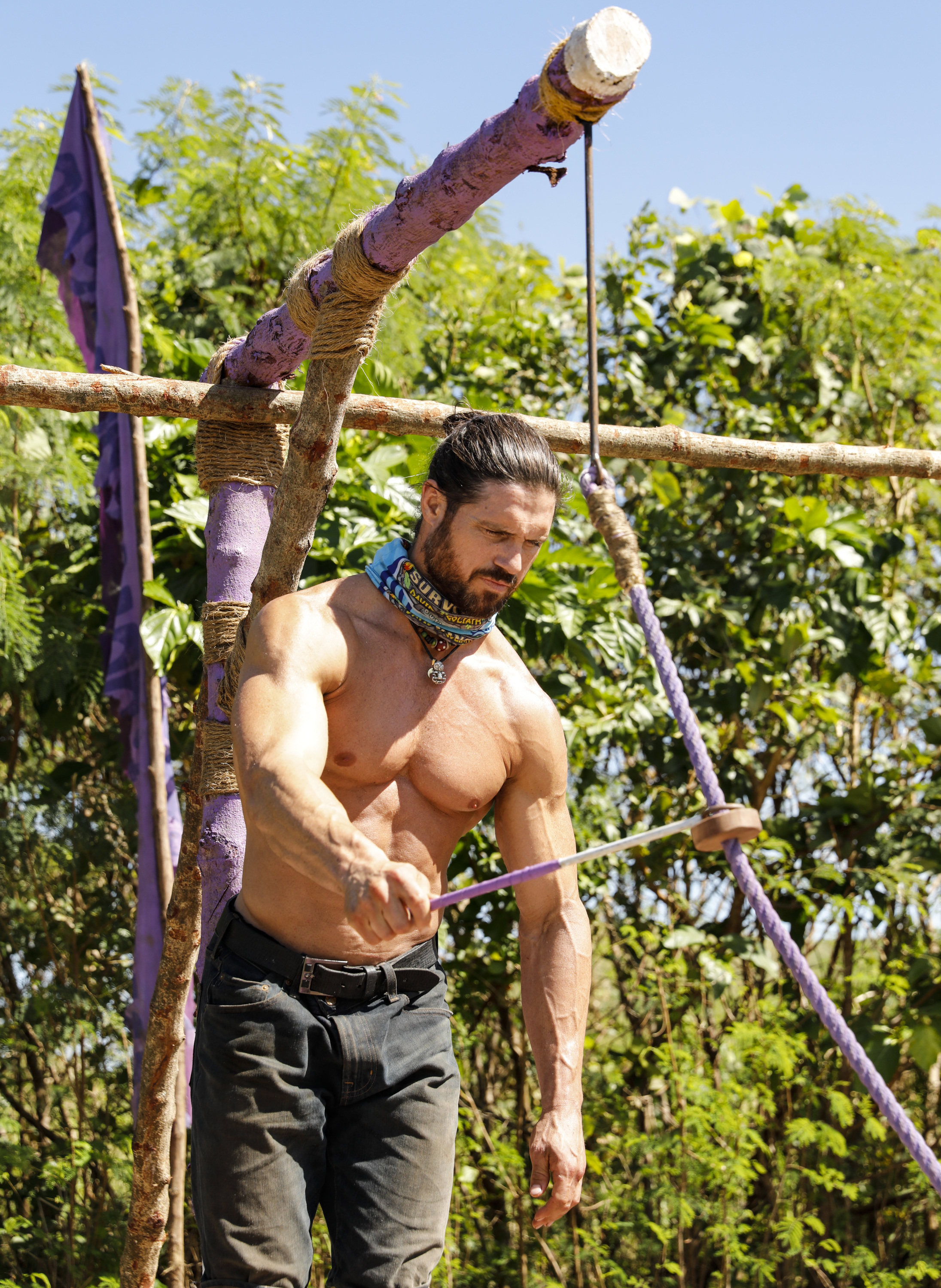John Hennigan competes in challenge on Survivor: David vs. Goliath