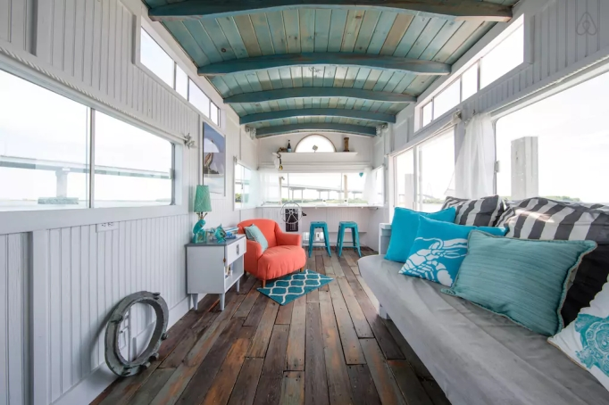 Last-Minute Valentine's Day Getaway on AirBnb: Houseboat in Charleston, South Carolina