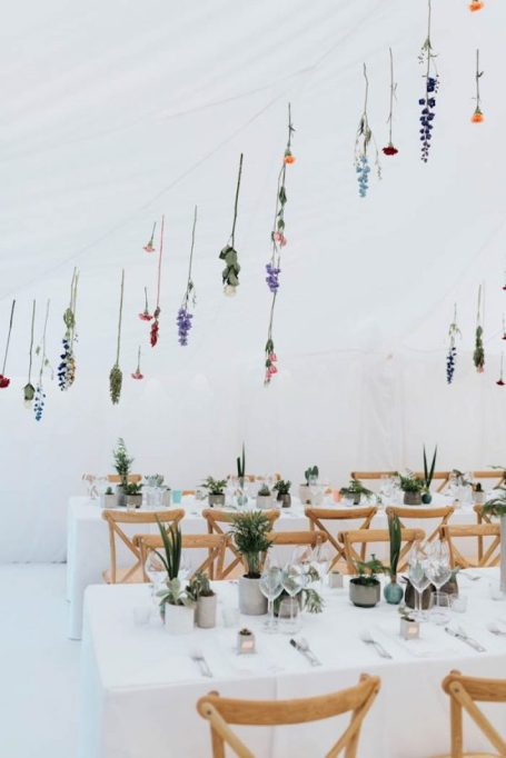 Sparse suspended flower display