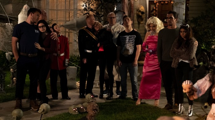 Still of the entire 'Modern Family'