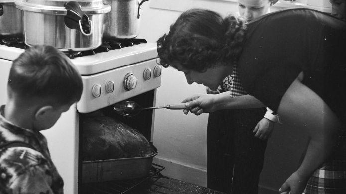 Circa 1955: An American housewife, Mrs