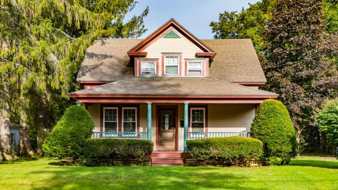 photo of american farmhouse