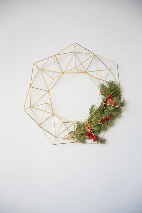 Geometric modern industrial Himmeli wreath air plant holder.