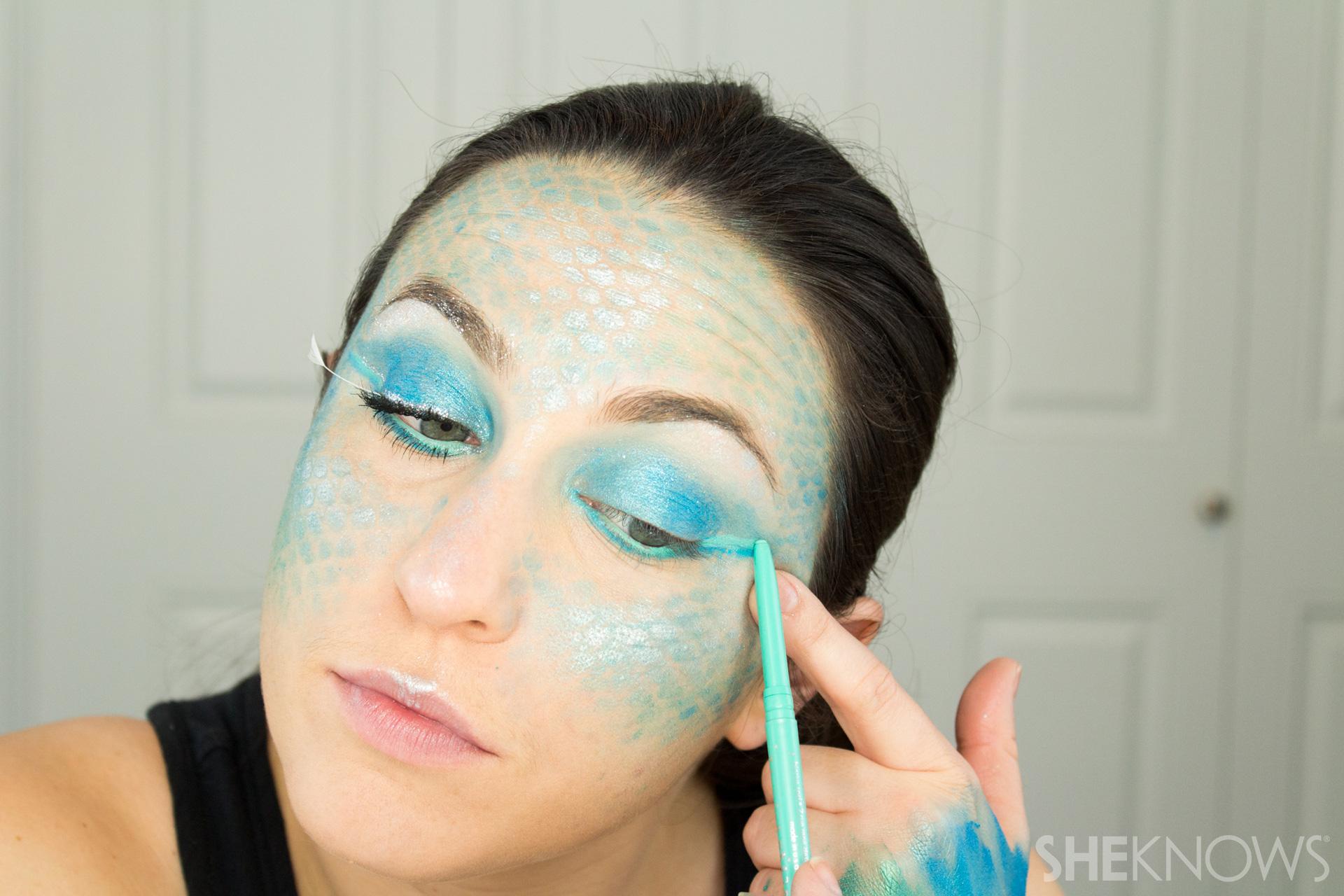 DIY Mermaid Halloween Makeup: Step 10