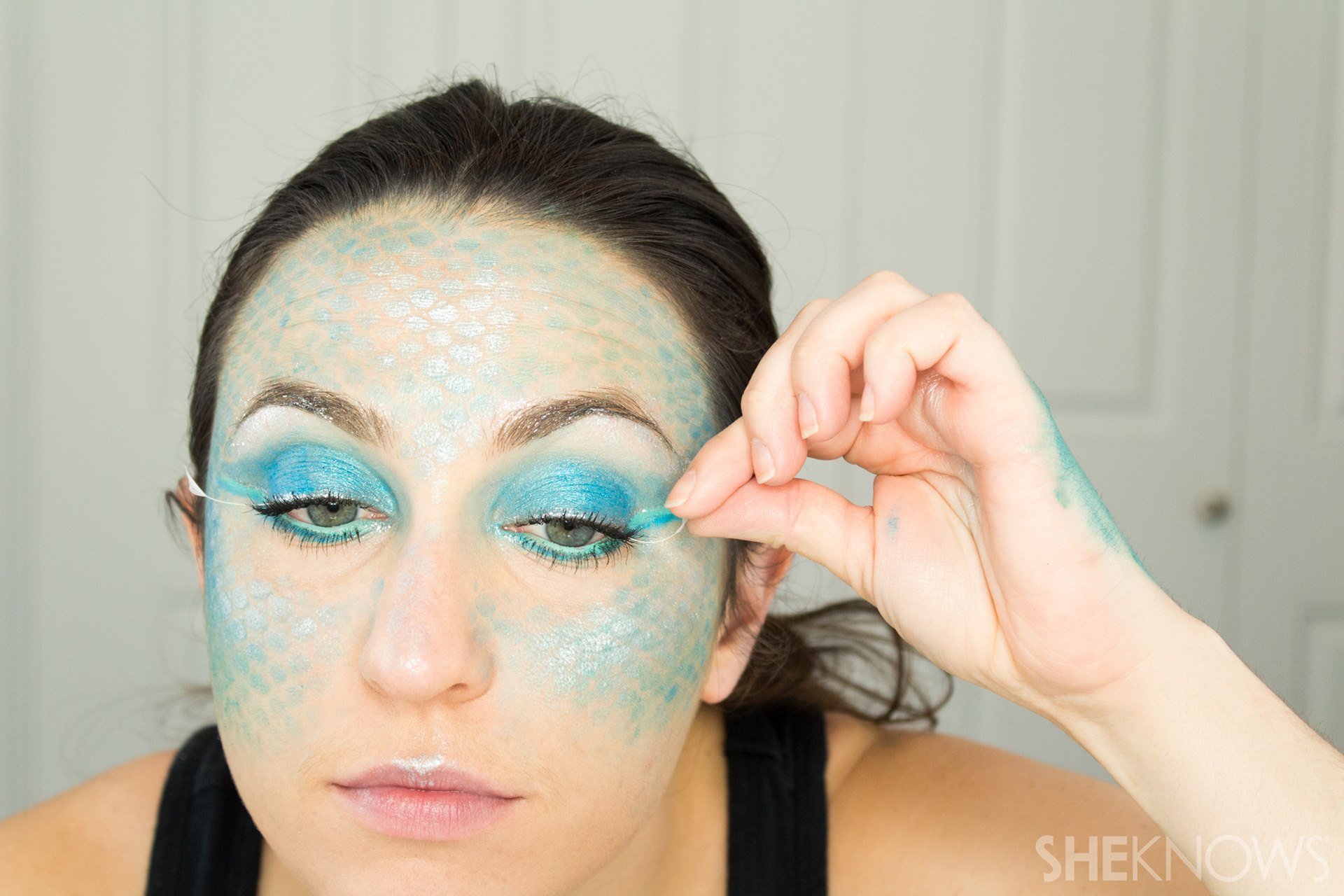 DIY Mermaid Halloween Makeup: Step 15
