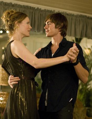 Zac Efron teaches Leslie Mann to dance