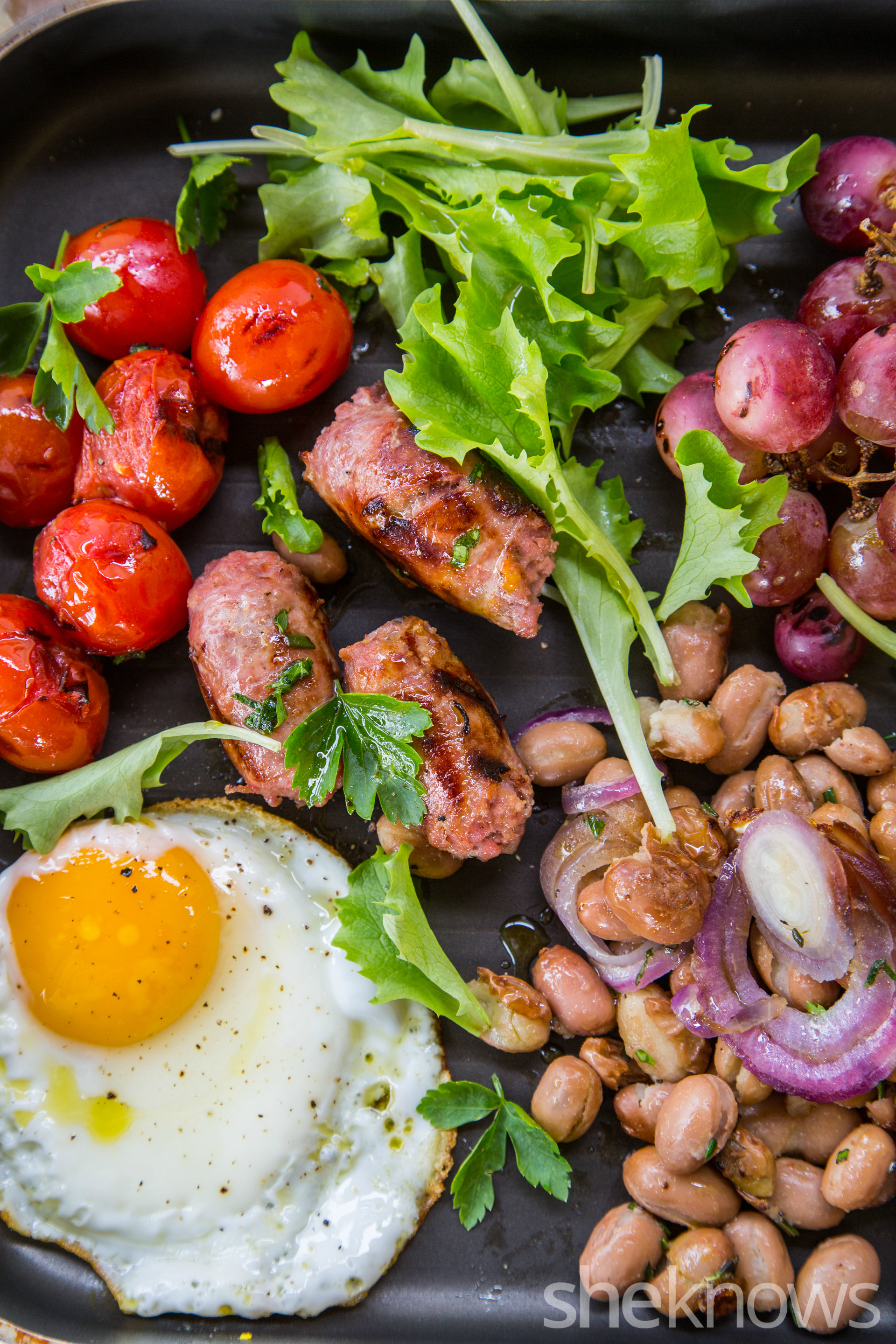 One-Skillet beakfast with sausages, beans, roasted grapes and tomatoes 2