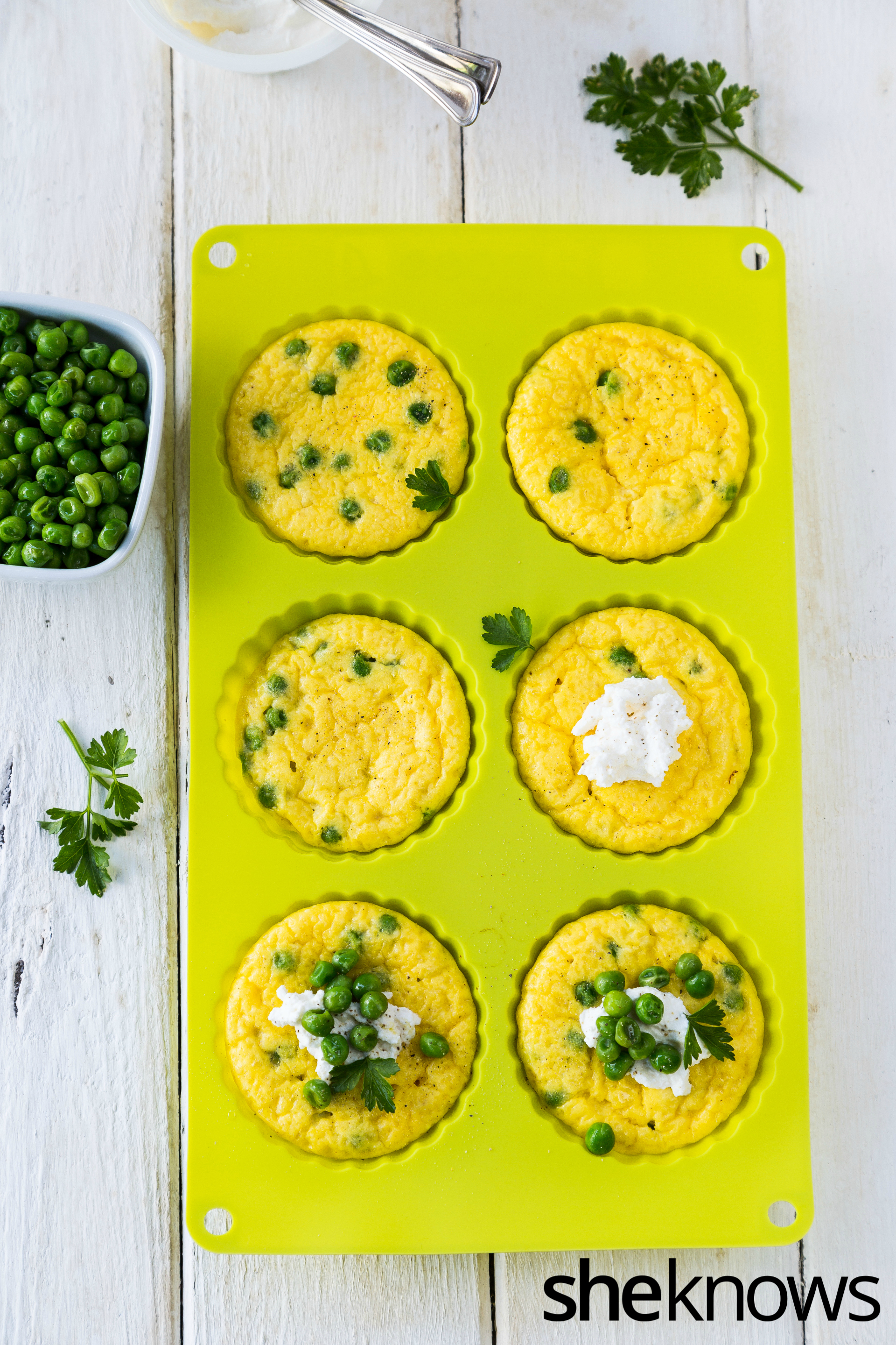 Baked mini frittata with peas and ricotta