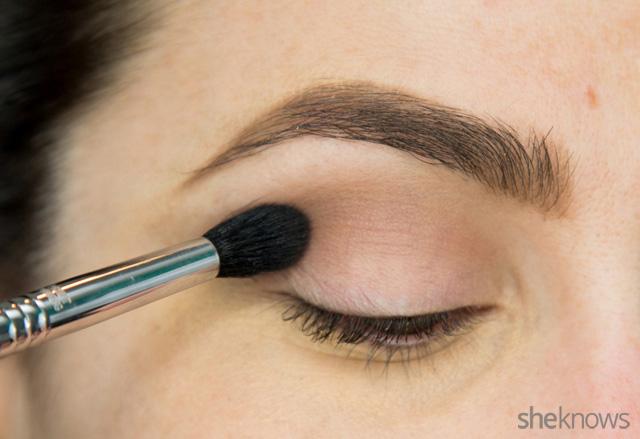 A glitter eye makeup tutorial: Step 1