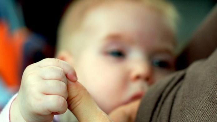 Brelfies: The not-so-new breastfeeding trend taking