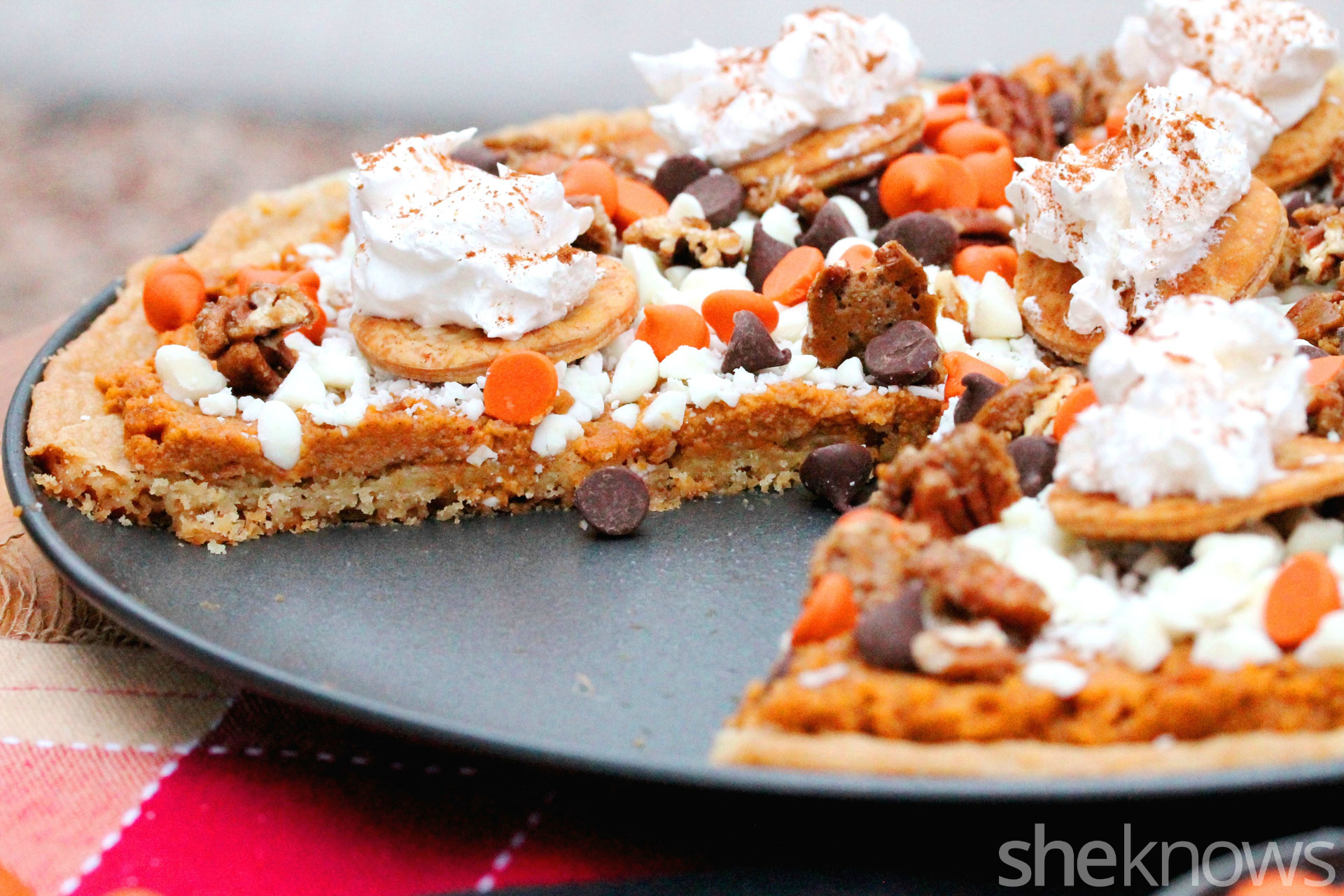 cut-pumpkin-pie-pizza