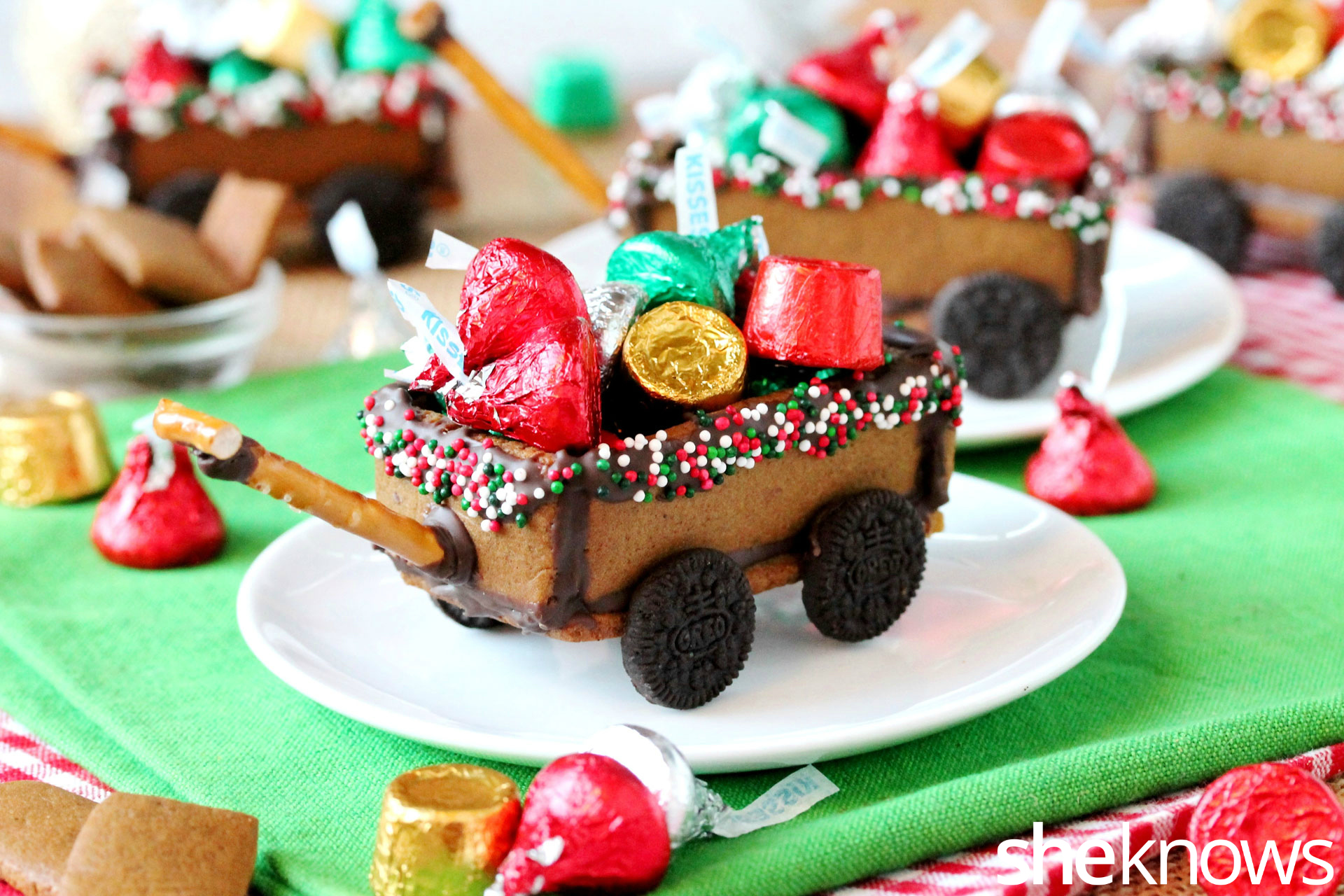 gingerbread-wagon-with-candy