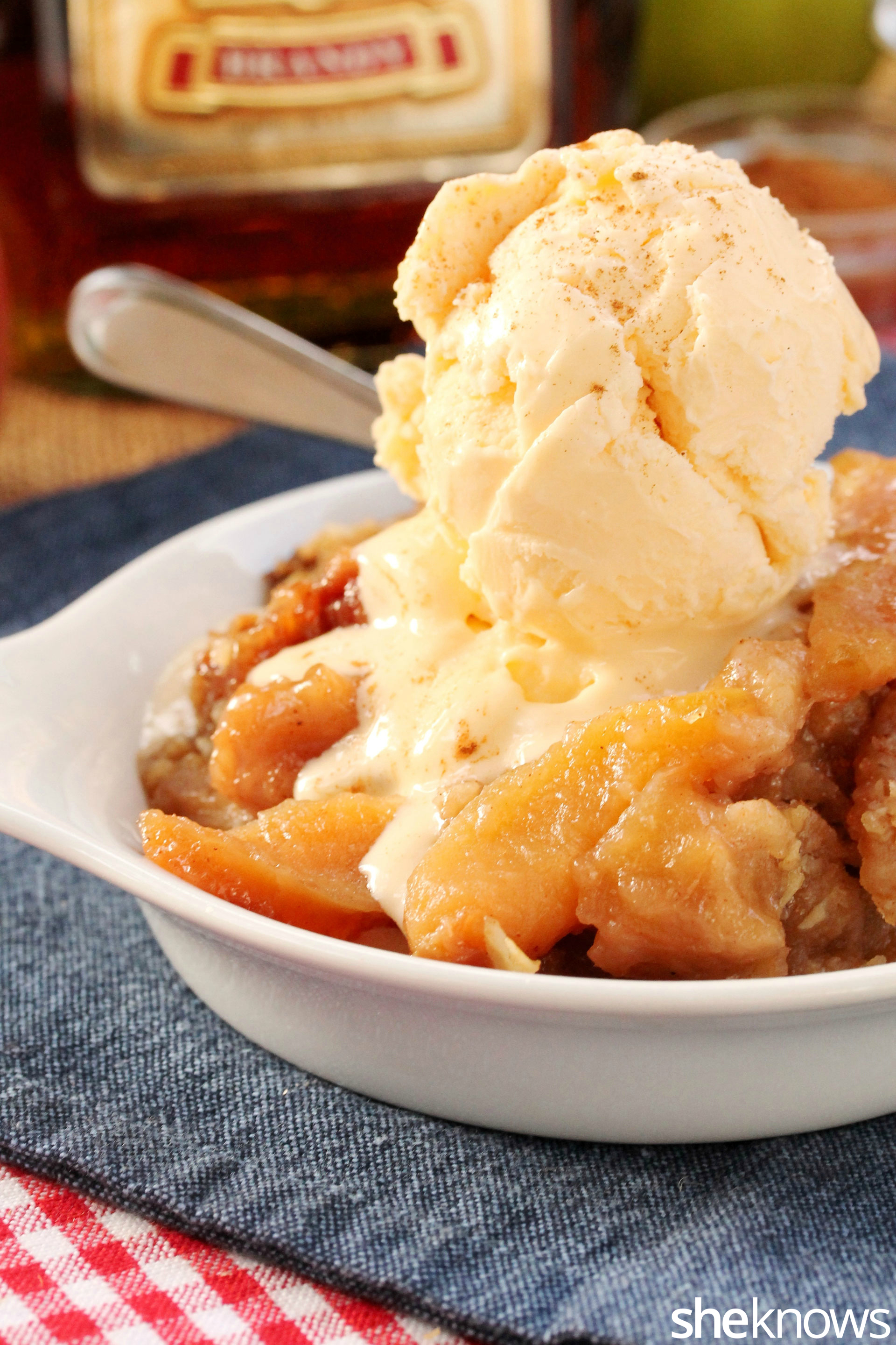 ice-cream-on-apple-crisp