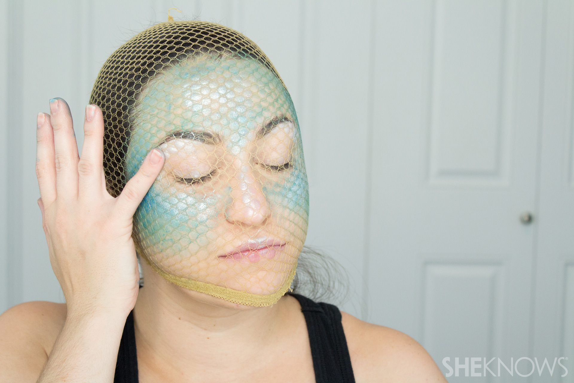 DIY Mermaid Halloween Makeup: Step 4