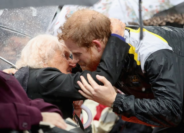 Prince Harry Kisses Daphne 3