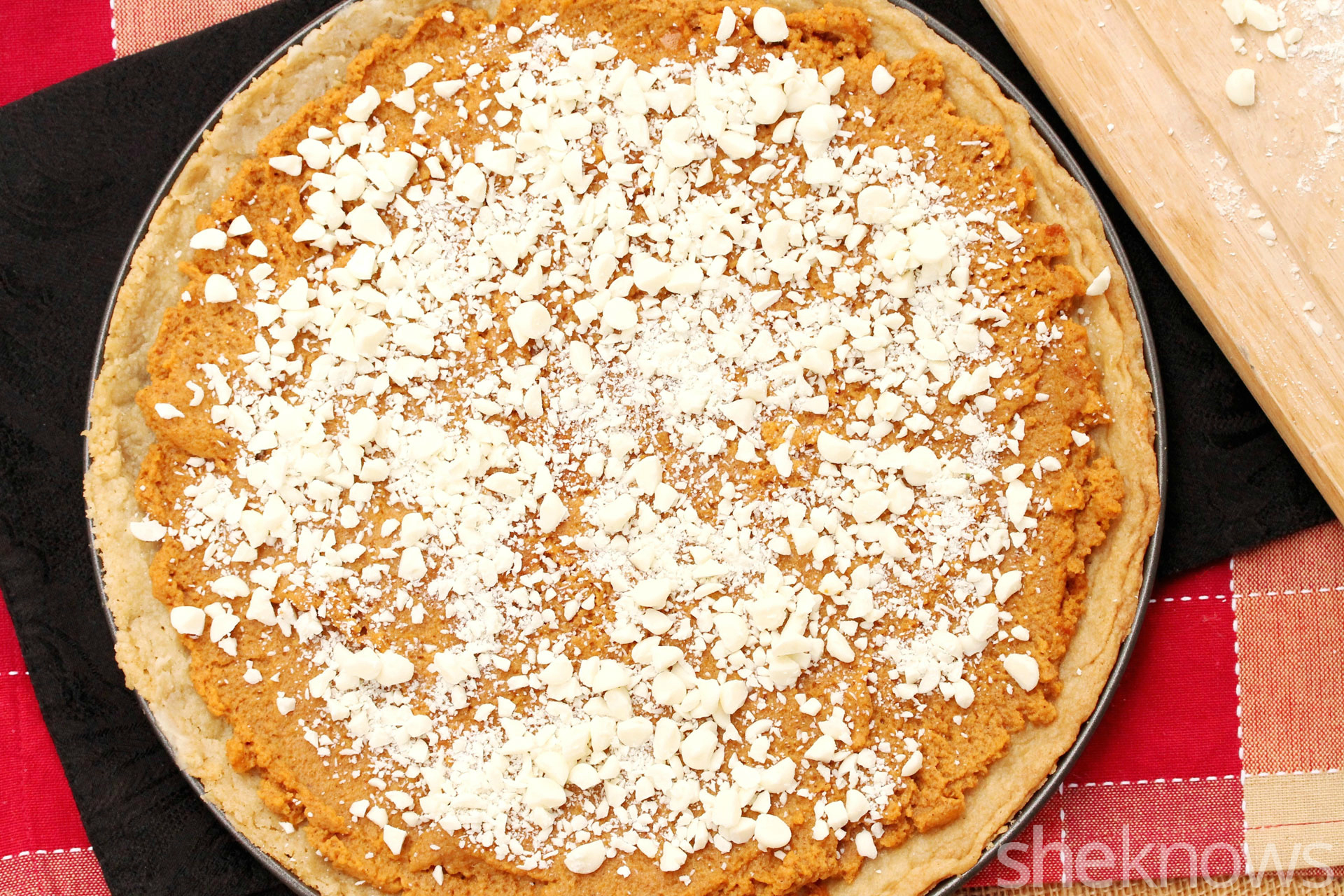 white-chocolate-chips-on-pizza