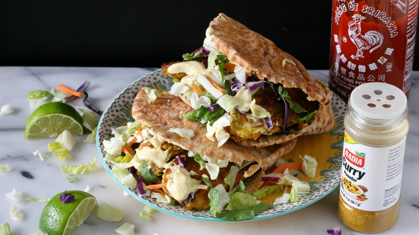 Spicy and healthy: picy chicken curry-stuffed pitas with creamy yogurt sauce