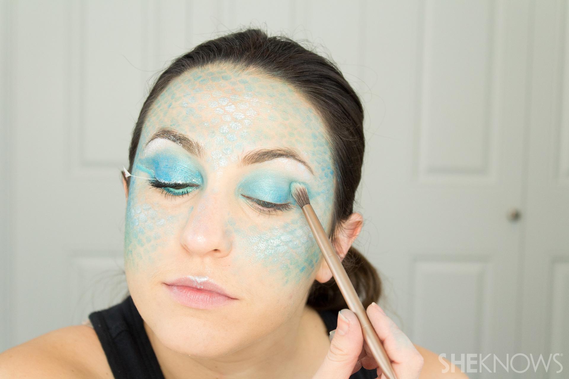 DIY Mermaid Halloween Makeup: Step 7