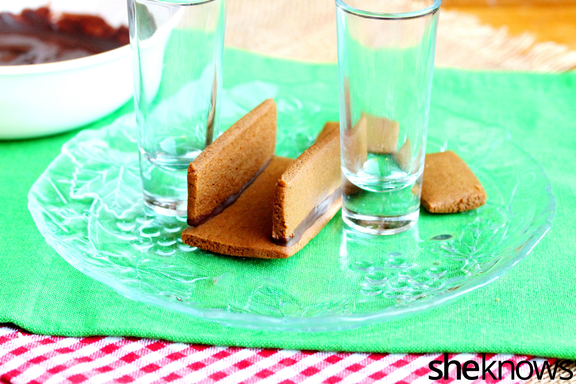 gingerbread-cookie-pieces
