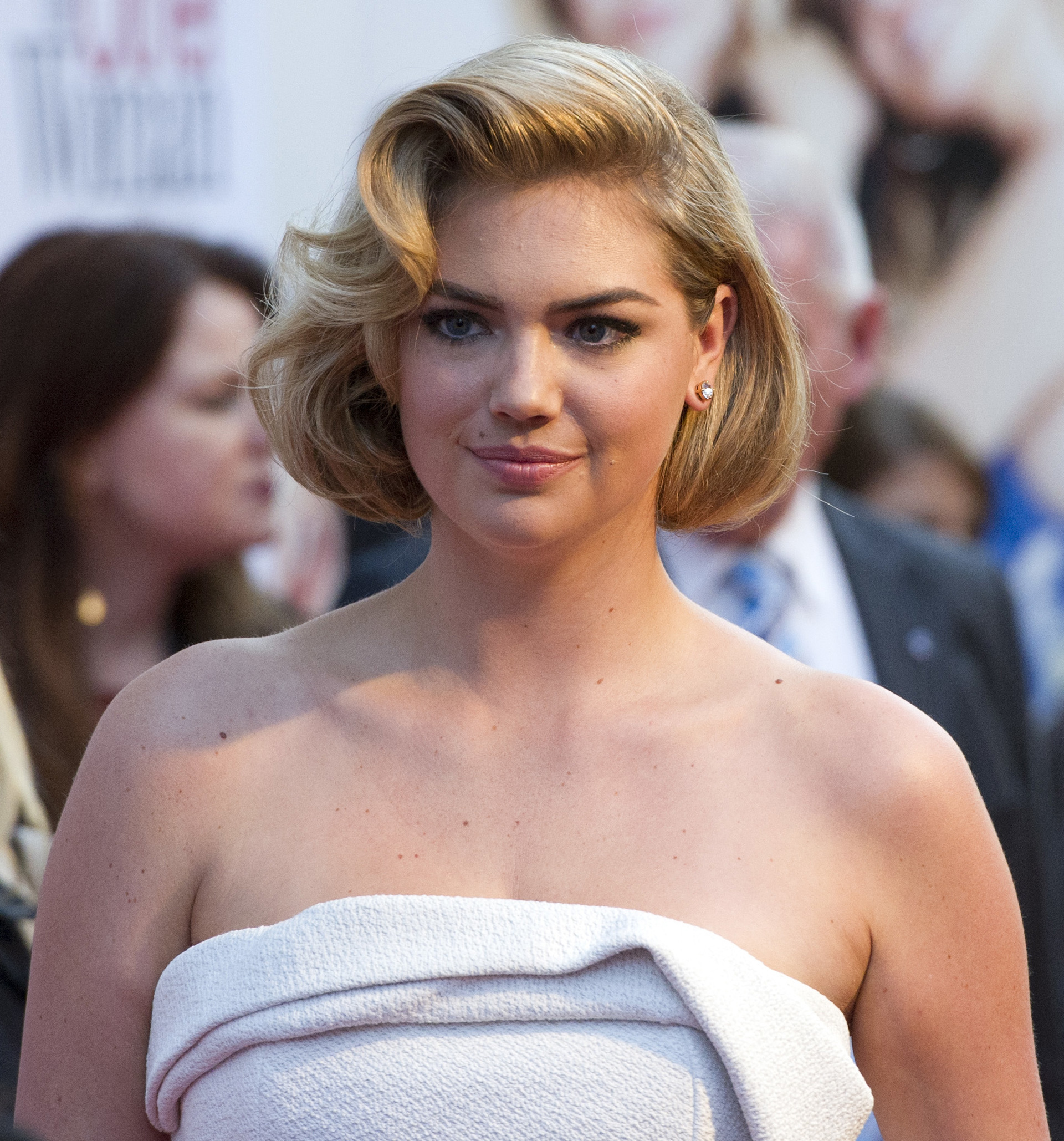 Kate Upton with a Retro bob