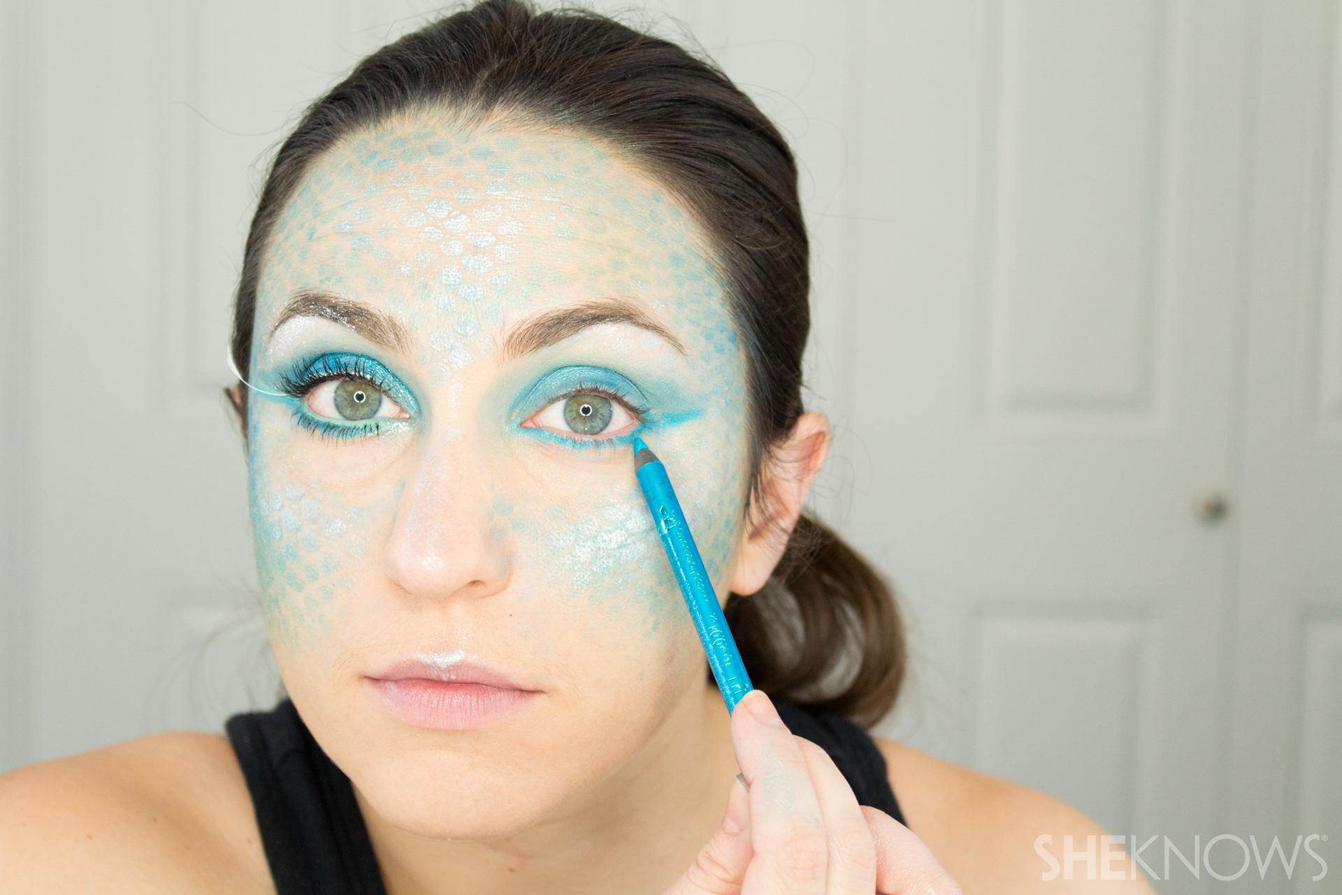 DIY Mermaid Halloween Makeup: Step 8