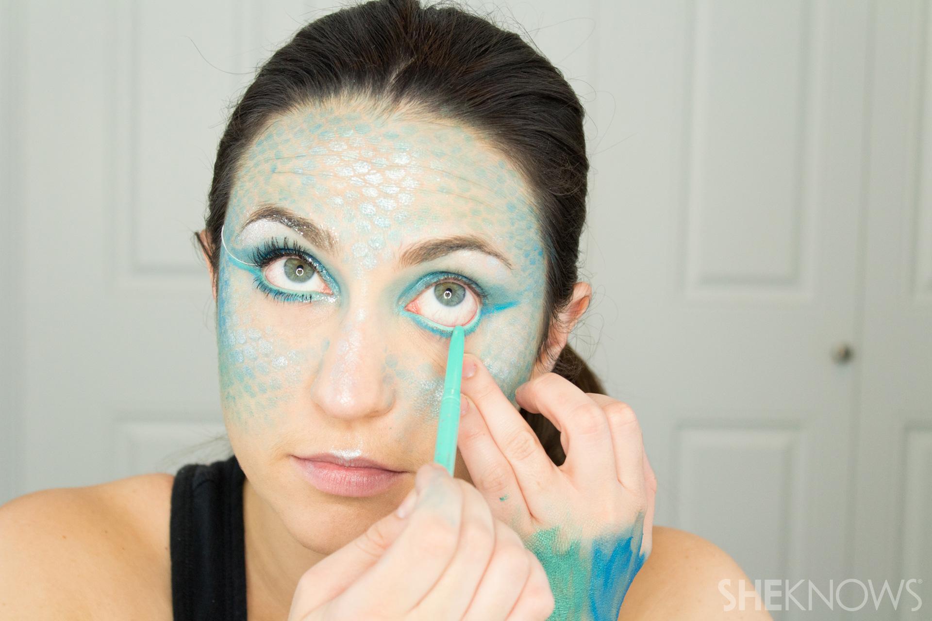 DIY Mermaid Halloween Makeup: Step 9