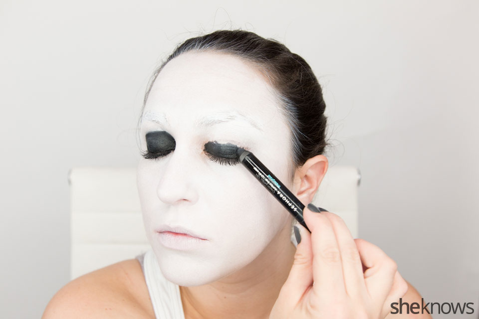 American Horror Story Halloween makeup: Step 5