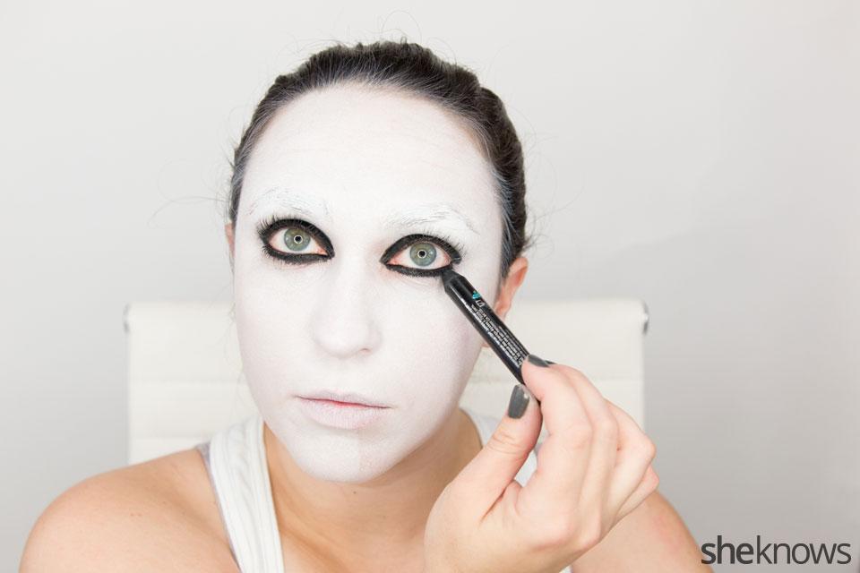 American Horror Story Halloween makeup: Step 6