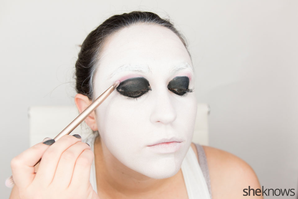 American Horror Story Halloween makeup: Step 7