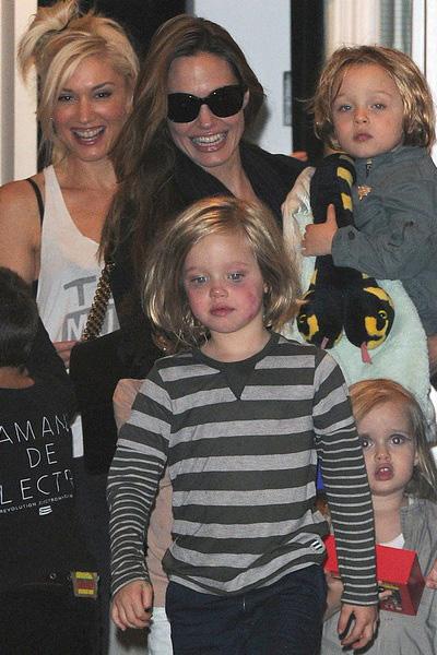 Celebs who breastfeed: Alyssa Milano, Angelina Jolie and more ...