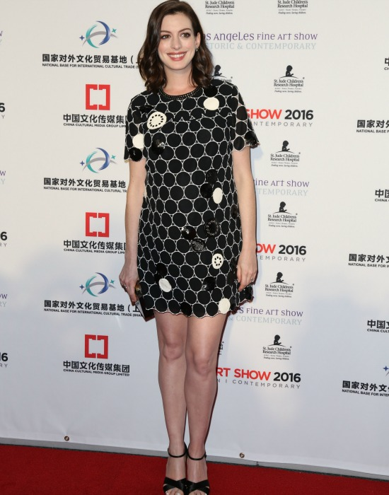 Pregnant Anne Hathaway